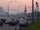 Москвичи жалуются на запах гари и неестественный туман