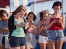 Сколько люди сидят в интернете?