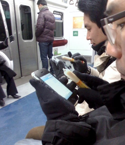 Корейцы для работы с Айфон пользуются сосисками!