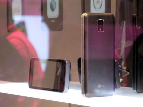 GW990 - первый телефон на ОС MeeGo от «ЭлДжи»