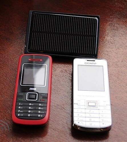 ZTE и OKWAP продемонстрировали мобилы с солнечной батареей