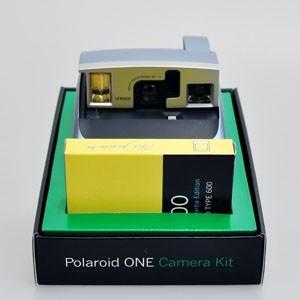 Знатокам Polaroid: 600 One — ретро-камера с мембраной