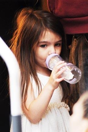 4-летняя Сури Круз не в состоянии отучиться от соски (ФОТО)