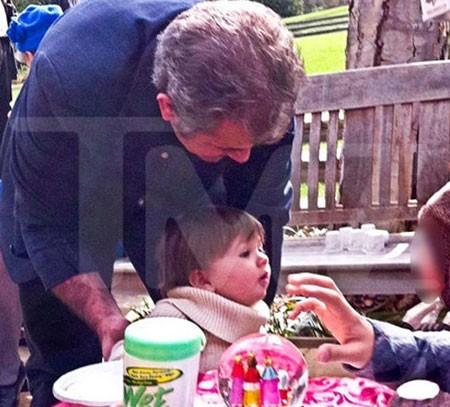 Мел Гибсон попировал с собственной небольшой дочкой (ФОТО)