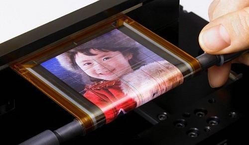 Сони коптит над эластичным экраном (ВИДЕО)