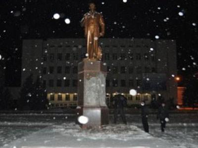 В Броварах националисты сломали артефакт Ленину