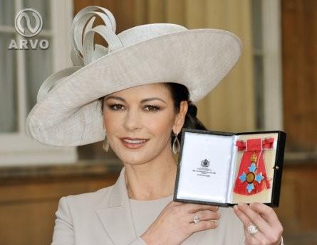Кэтрин Зета-Джонс обрела звание командора Великобритании