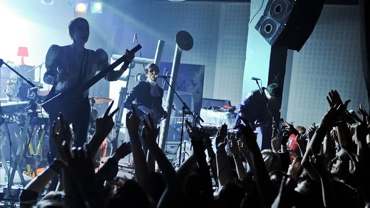 В интернете возникла новая песня IAMX