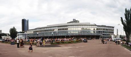 В киевском Дворце Спорта поменяли стульчики, двери и вытяжки