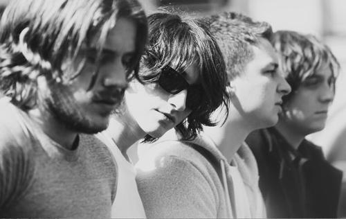 Arctic Monkeys объявили компоненты 4-го студийника