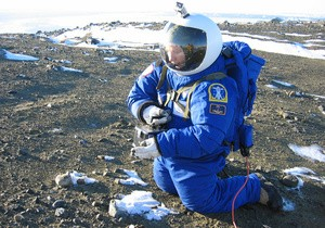 НАСА проверило костюмы для полета на Марс (ФОТО)