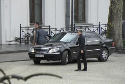 Градоначальник Одессы объезжает пробки по противной