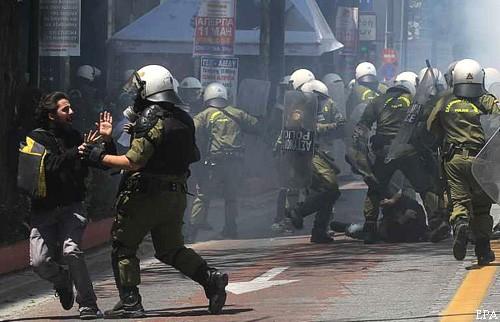 Стачка в Греции обратилась в избиение с милицией (ФОТО)