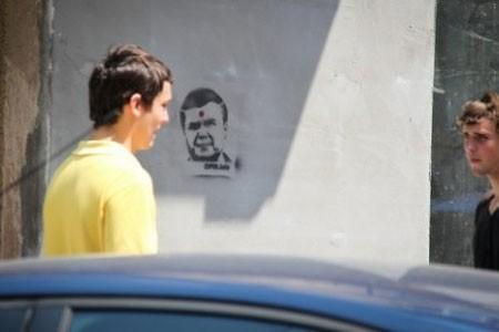 За изображение Януковича с продырявленной головой завели дело