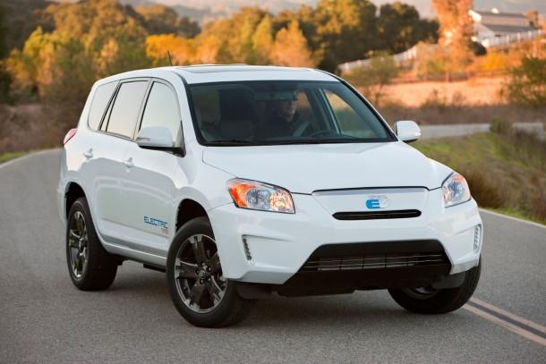 Тойота будет выполнять электрокроссоверы RAV4 в Канаде