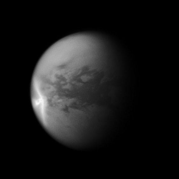 Разгадана природа огромного скопления на Титане