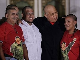 Сто венесуэльцев побрились налысо для Уго Чавеса