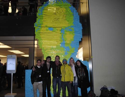 ФОТО: Необыкновенный портрет Стива Джобса из листиков для статей