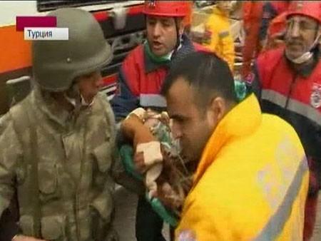 В Турции потерпевших от землетрясения разыскивают при помощи мобилок