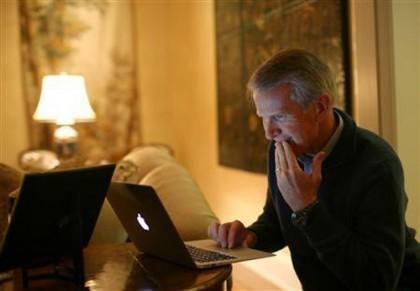 Корреспонденты увидели директора руководства HP с MacBook