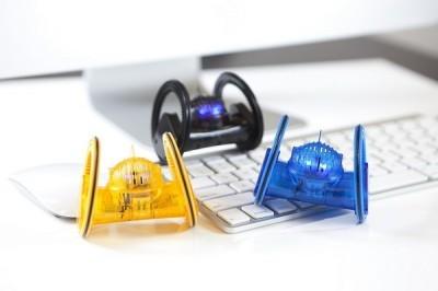 ФОТО: DeskPets: Боты под регулированием Айфон, iPod и iPod