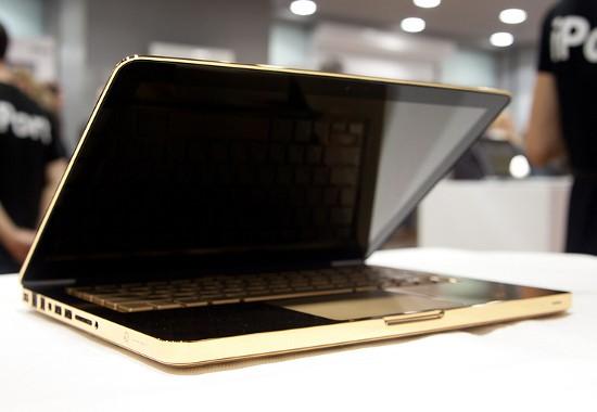 В Питере реализуют золотой компьютер MacBook Pro