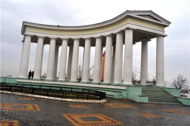 Коммунальщики испортили колоннаду Воронцовского дворца