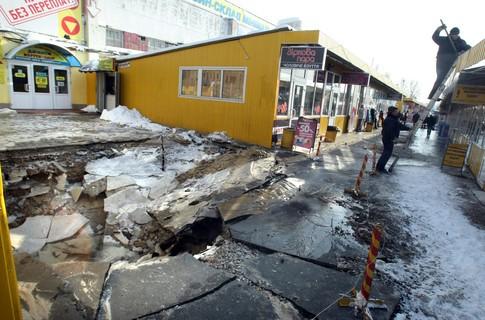 На Петровке часть улицы ушла под землю