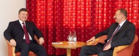 Янукович обсуждает энергетику с Алиевом