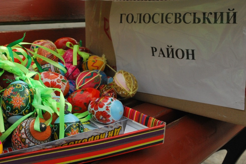 В центре Киева дерево украсили писанками (фото)
