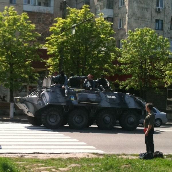 На улицах Донецка увидели БТР